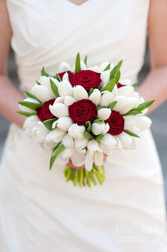 انواع دسته گل عروس با گل لاله